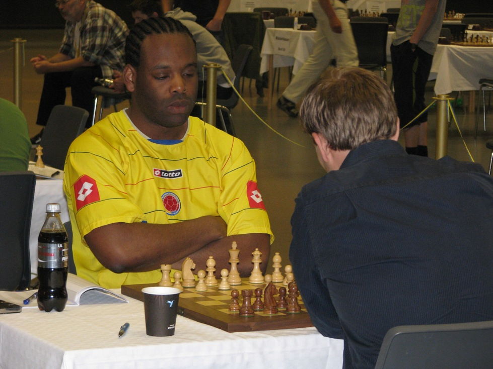Vamos Colombia! Me in Colombias shirt against GM Hans Tikkanen  at the Swedish Championships 2013
